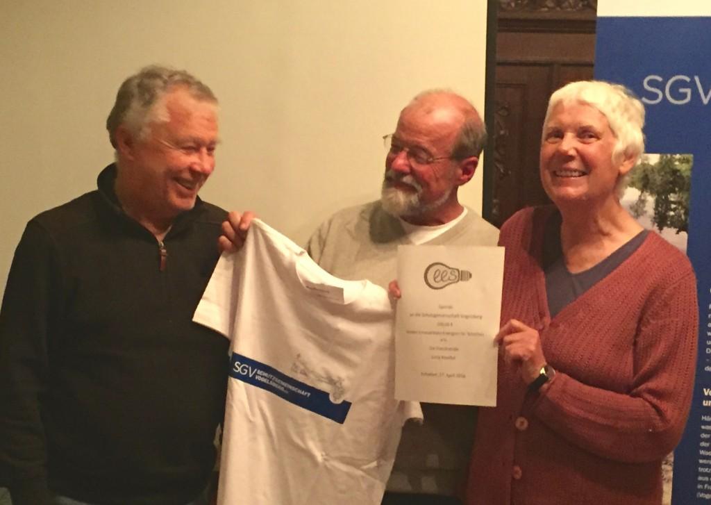 Spendenübergabe: Dr. Jutta Kneißel mit Dr. Hans Otto Wack und dem 2. Vorsitzenden des EES