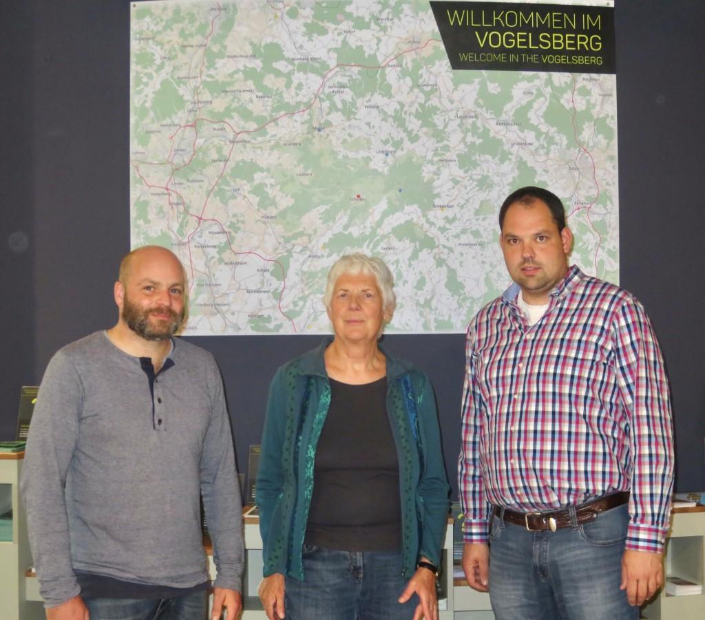Klimaschutzmanager Peter Glasstetter –  EES-Vorsitzende Jutta Kneißel – Bauhofleiter Jochen Wöllner